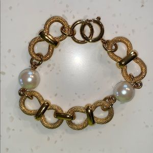 Classic Pearl and Gold Chain Bracelet